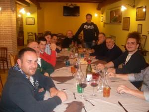 Amici a cena a L'Aquila in Fattoria Antica Forconia