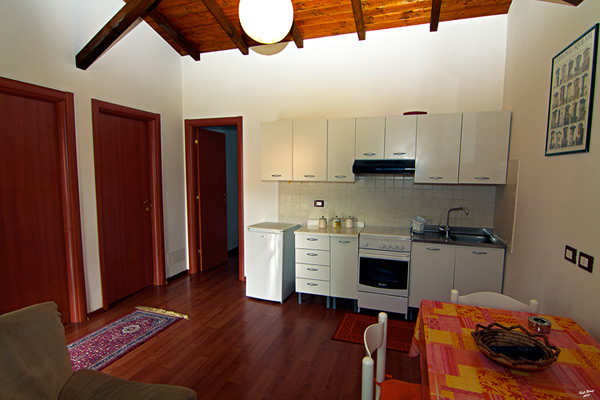 immagina angolo cucina bungalow per 4 persone della fattoria antica forconia, agriturismo a L'Aquila