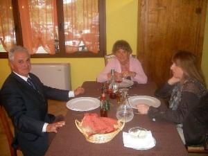 Groppo di amici in Agriturismo Fattoria Antica Forconia a L'Aquila