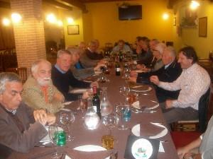 Cena tra amici a base di piatti tradizionali in Fattoria Antica Forconia L'Aquila
