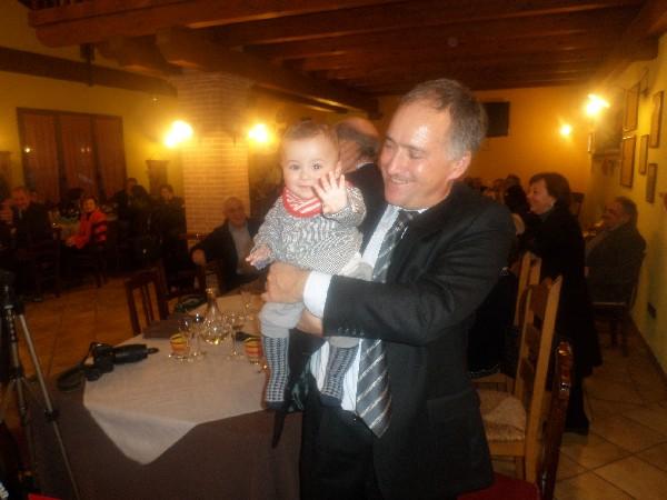 lellino con il suo nipotino in Fattoria