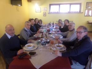 Tavolata di ospiti in Agriturismo Fattoria Antica Forconia a L'Aquila